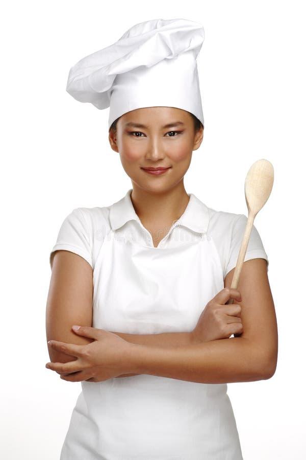 Cocinero chino asiático sonriente feliz de la mujer en el trabajo fotos de archivo libres de regalías
