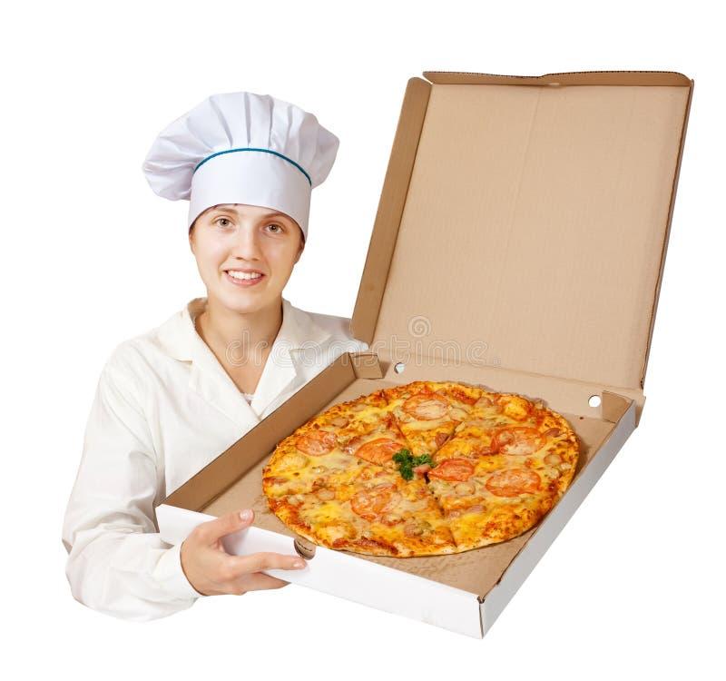 Cocinero con la pizza. Aislado sobre blanco imagen de archivo