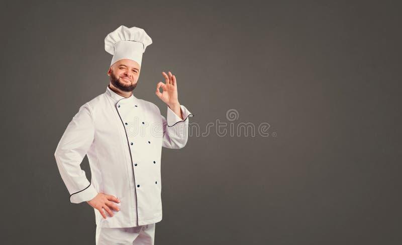 Cocinero divertido con el cocinero de la barba imagenes de archivo