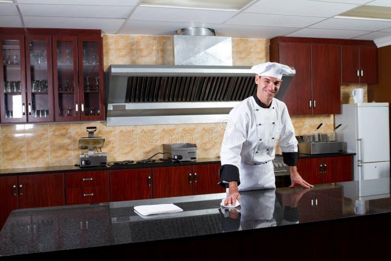 Cocinero en cocina fotografía de archivo libre de regalías