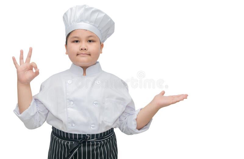 Cocinero gordo del cocinero del muchacho que muestra la muestra y el presente aceptables fotografía de archivo libre de regalías