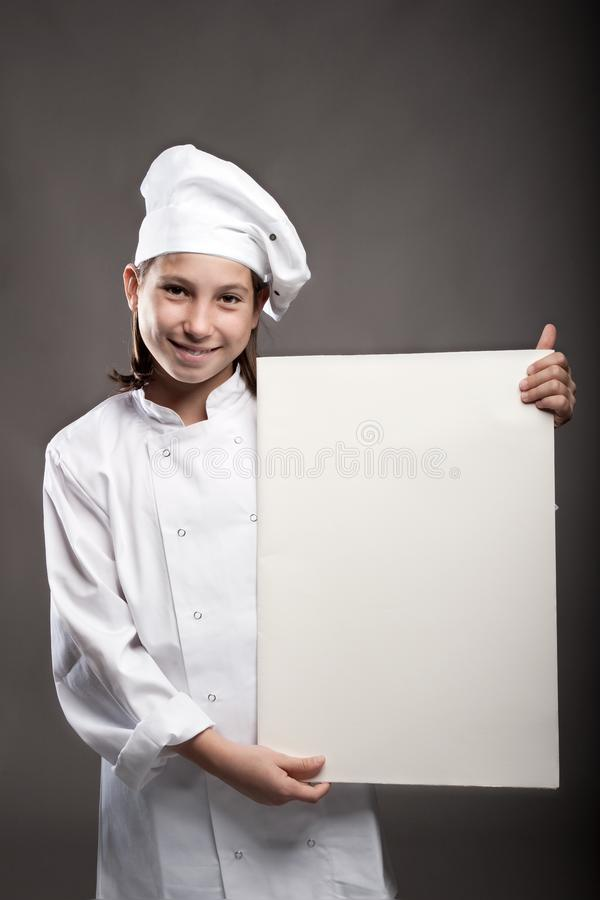 Cocinero joven que sostiene una bandera foto de archivo libre de regalías