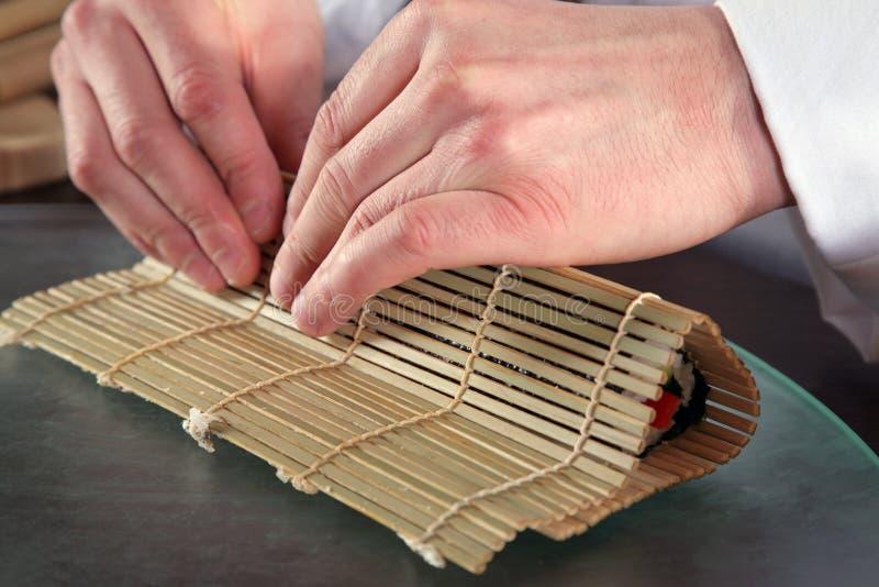 Cocinero que prepara Sushi-7 fotografía de archivo