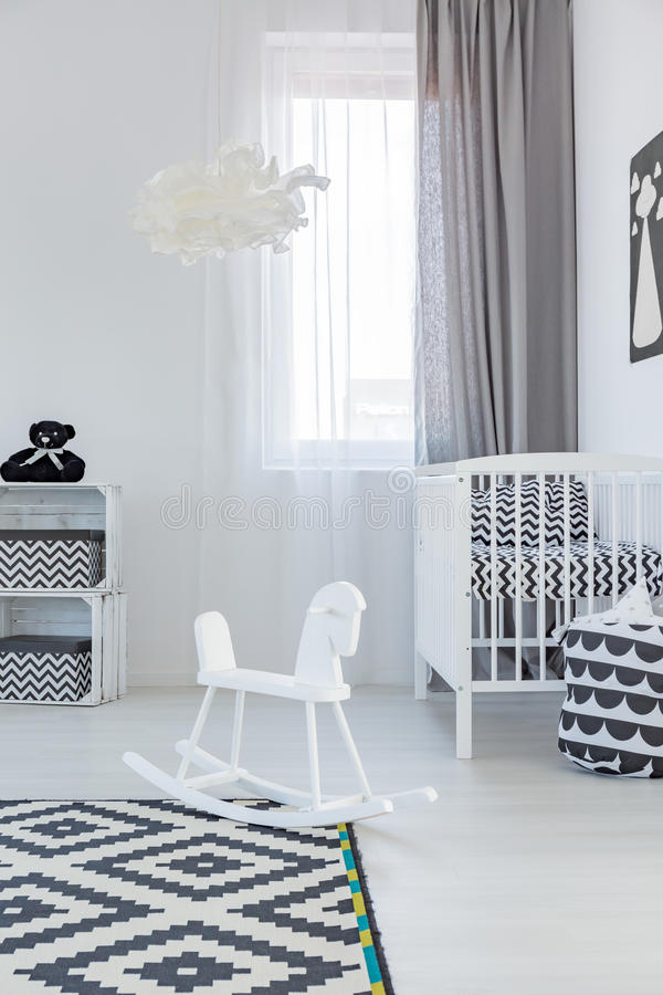 Cockhorse в комнате младенца стоковая фотография