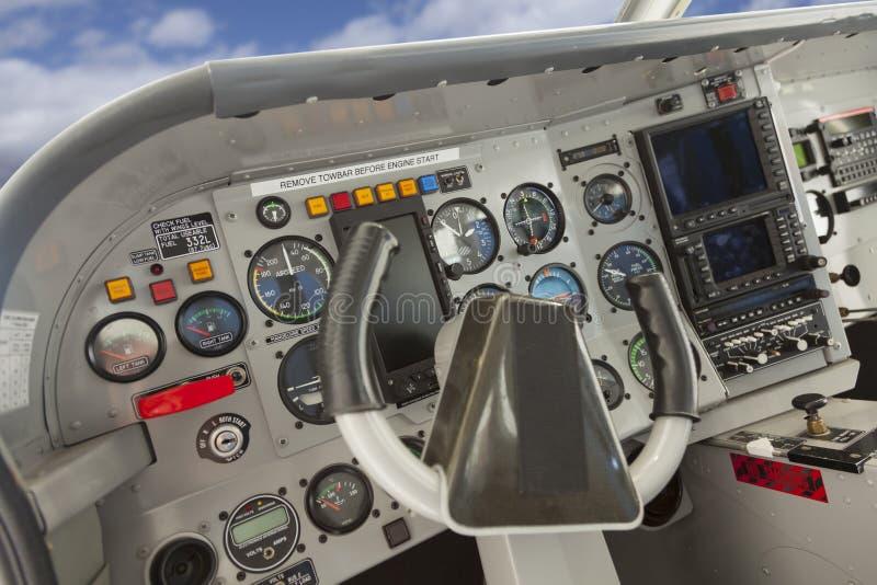 Cockpit av ett Cessna flygplan royaltyfri bild
