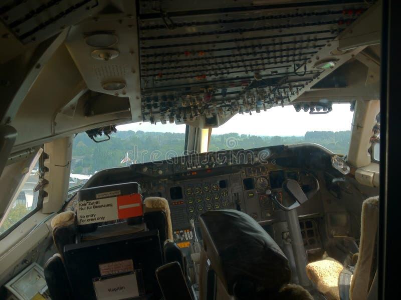 Cockpit - Boeing jumbojet 747 arkivfoton