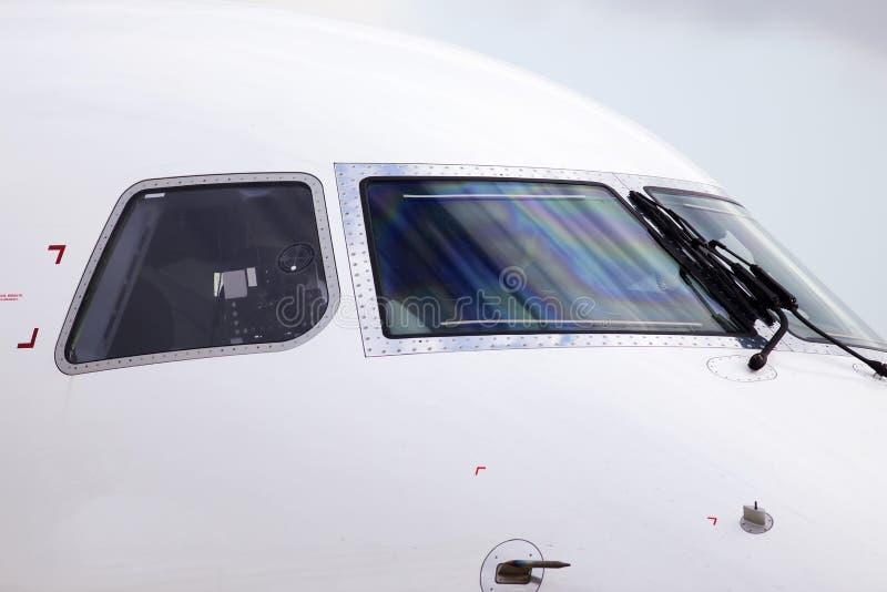 Cockpit der großen modernen Turbojet-Großraumflugzeuge lizenzfreies stockfoto