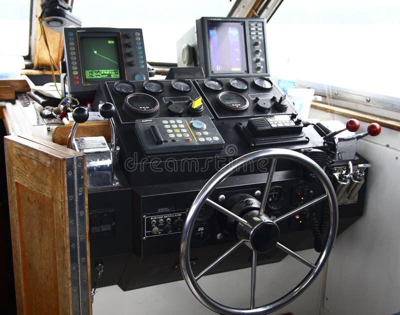 Cockpit des Fischerbootes stockbilder