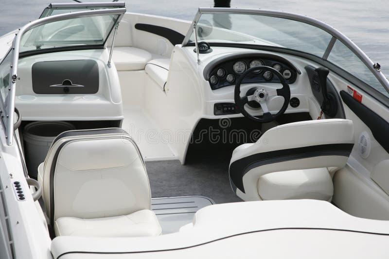 Cockpit eines Schnellboots lizenzfreie stockfotos
