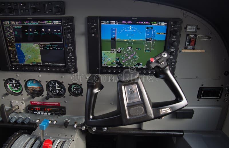 Cockpit för Cessna husvagnflygplan royaltyfri foto