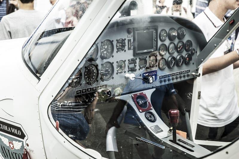 Cockpit för ljust flygplan royaltyfria bilder