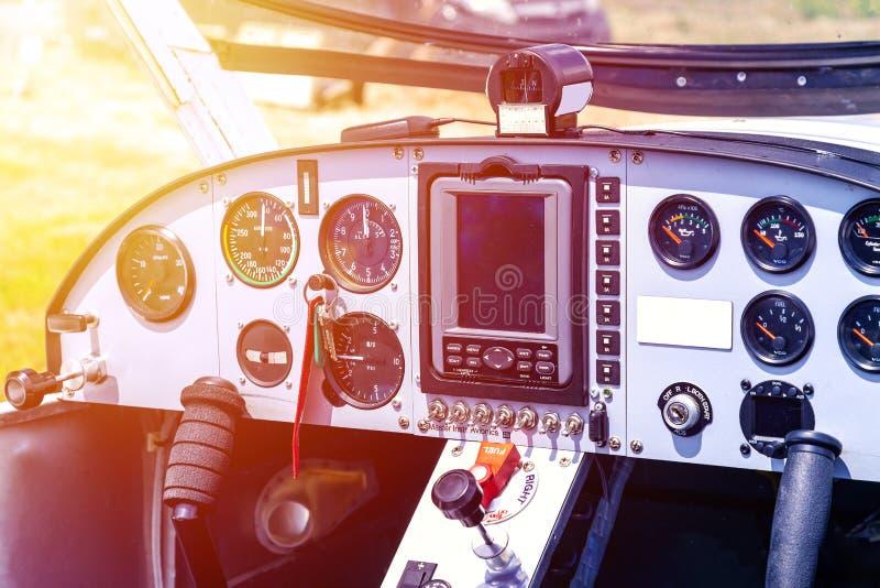 Cockpit van klein vliegtuig stock afbeelding