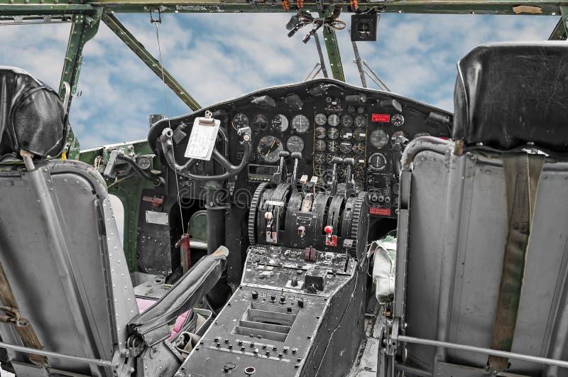 Cockpit van Militaire Vervoer van de Era van de Wereldoorlog II royalty-vrije stock afbeelding