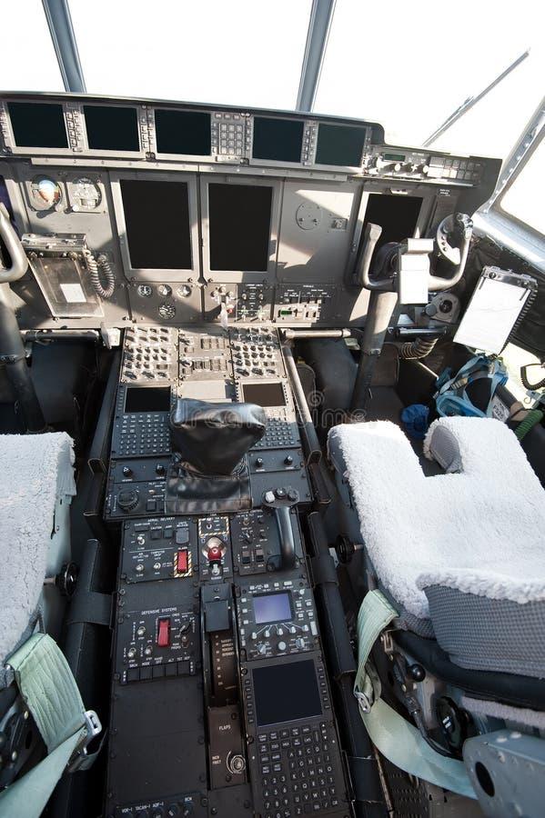 Cockpit van modern militair vliegtuig royalty-vrije stock afbeeldingen