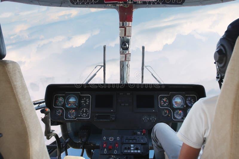 cockpithelikopter royaltyfria bilder