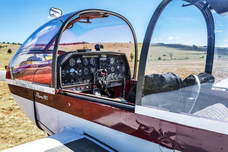 cockpitrã©mo180 vliegtuig stock foto's