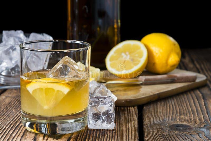 Cocktail (ácidos de uísque) imagens de stock royalty free