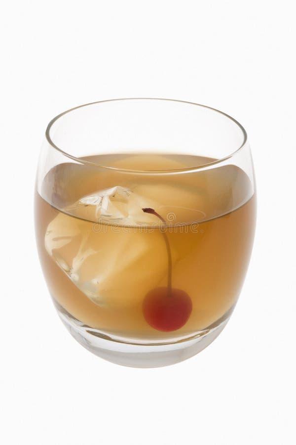 Cocktail acido del whisky su una priorità bassa bianca fotografia stock libera da diritti