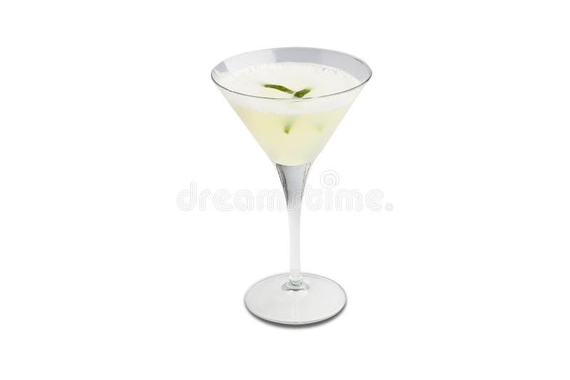 Cocktail aigre de Pisco d'isolement sur le fond blanc photographie stock libre de droits