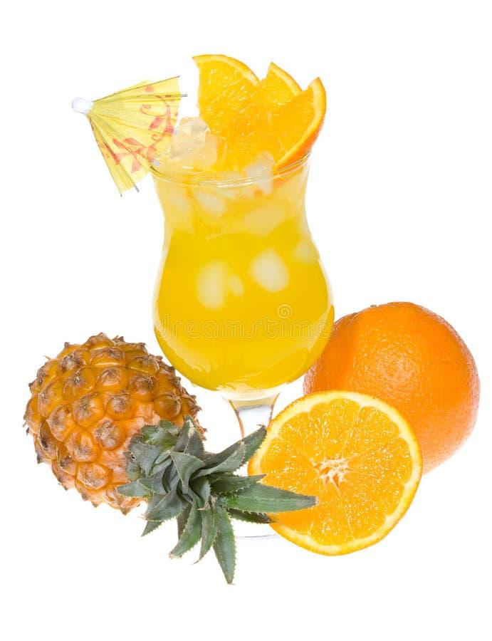 Cocktail alaranjado com abacaxi imagem de stock