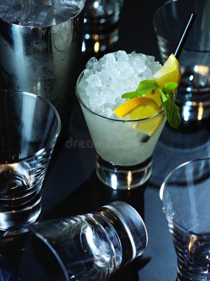 cocktail alcoolique de bar photographie stock