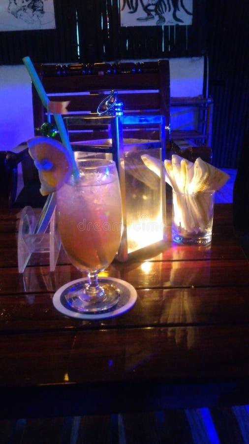 Cocktail alla notte fotografia stock