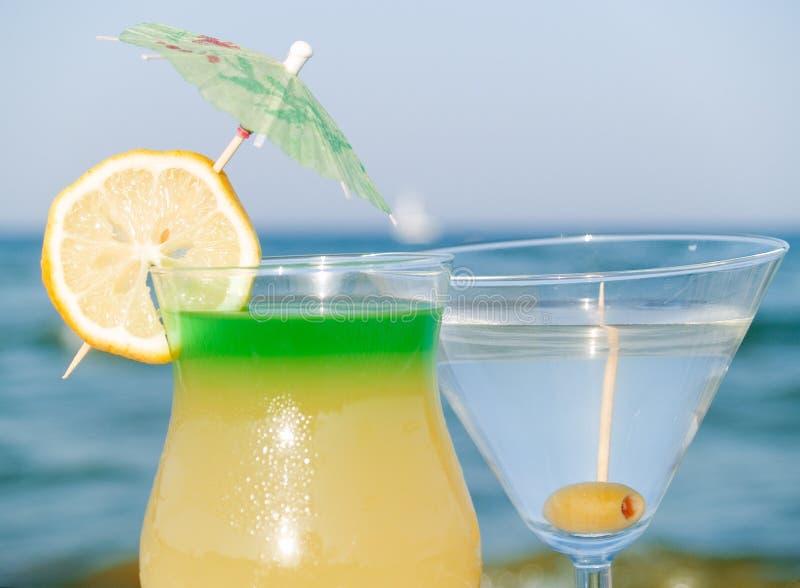 Cocktail alla spiaggia immagine stock