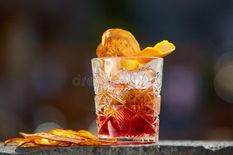 Cocktail antiquato Negroni fotografie stock