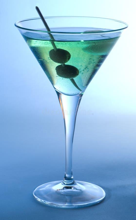 Cocktail avec des olives images libres de droits