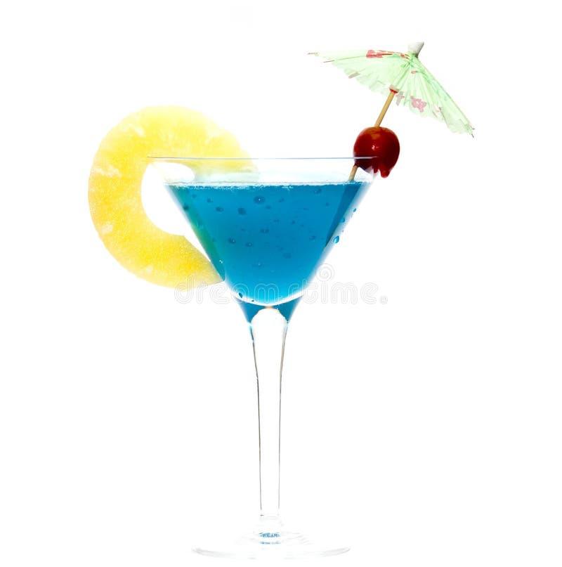 Cocktail avec le Curaçao bleu images stock