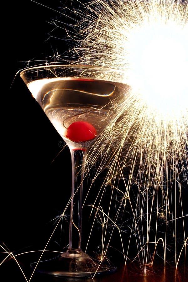 Cocktail avec le Sparkler images stock