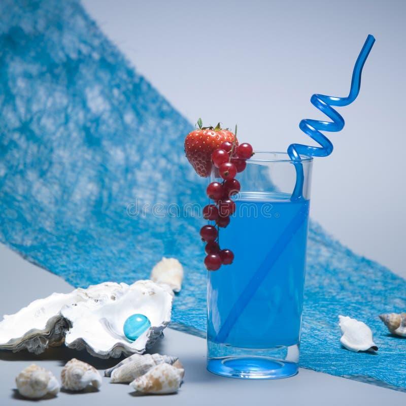 Cocktail azul imagens de stock
