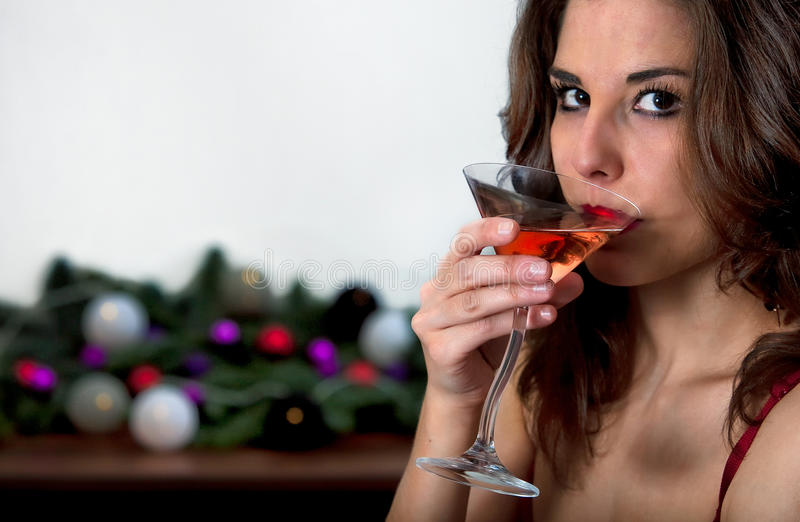 Cocktail bebendo da menina imagem de stock royalty free