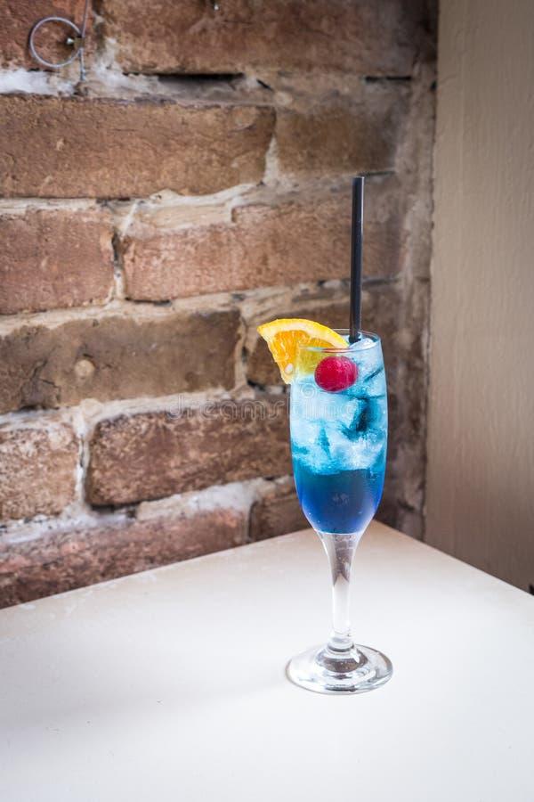 Cocktail bleu image stock