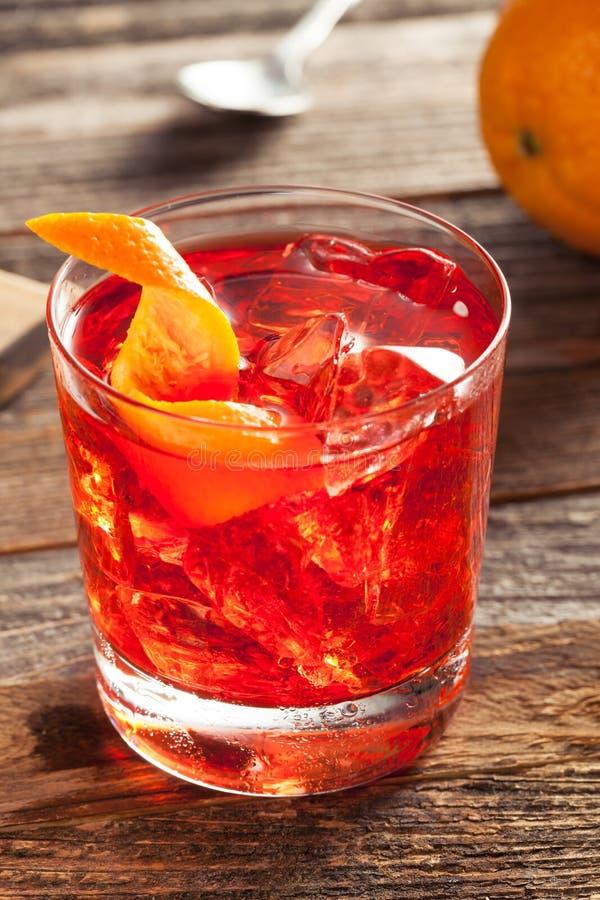 Cocktail brillo casalingo di Negroni fotografia stock