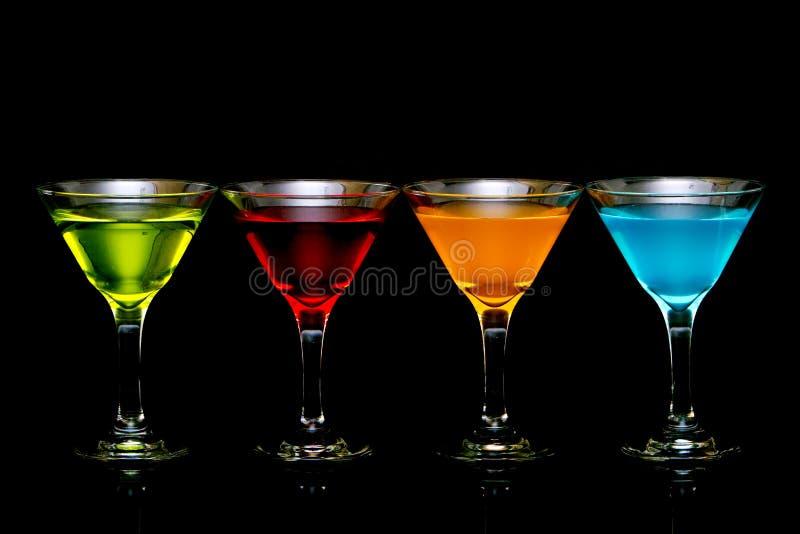 Cocktail coloridos nos vidros imagens de stock royalty free