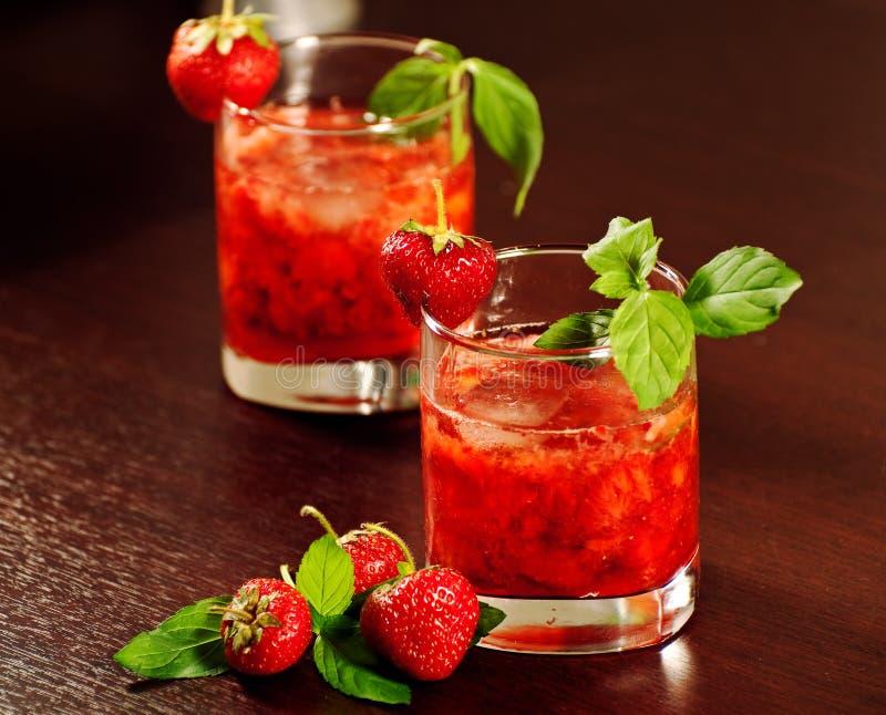 Cocktail con la fragola immagine stock
