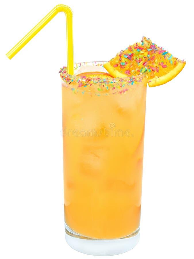 Cocktail con succo d'arancia ed il cubetto di ghiaccio decorati con il multicolo immagine stock libera da diritti