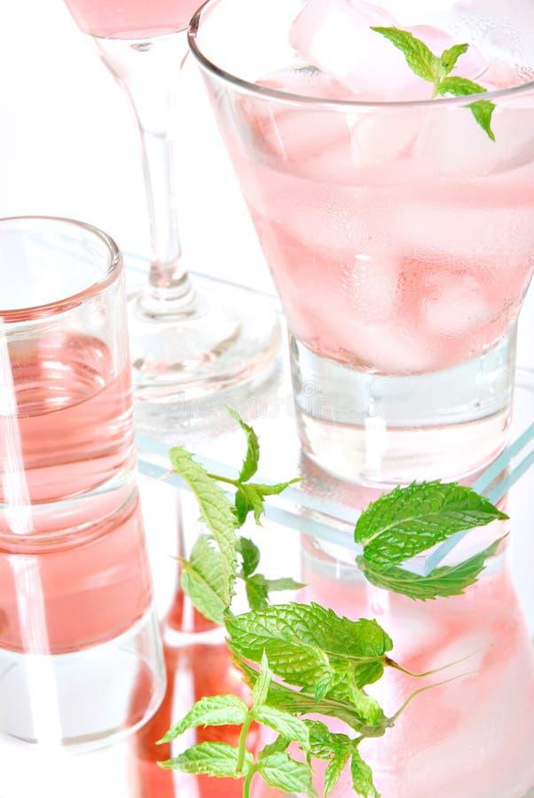 Cocktail cor-de-rosa imagens de stock royalty free