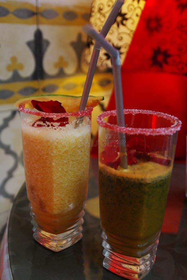 Cocktail délicieux et coloré dans une barre d'essaouira au Maroc image stock