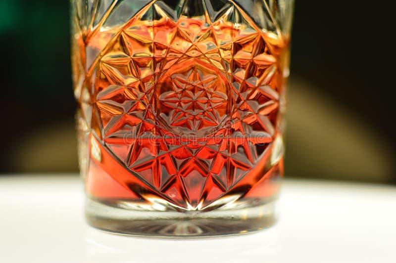 Cocktail délicieux Negroni avec Campary et beau images libres de droits