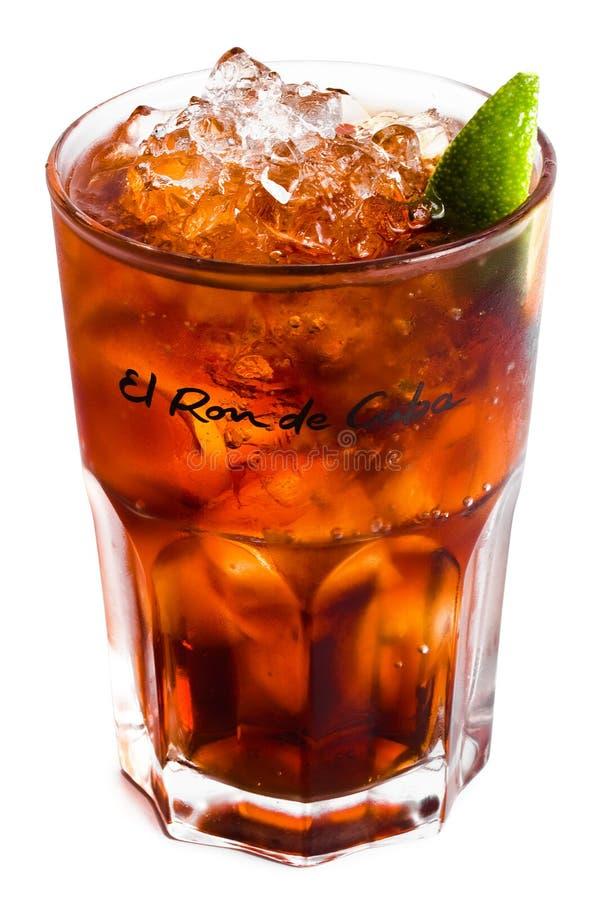 Cocktail d'isolement avec de la glace et la limette 2 photo libre de droits