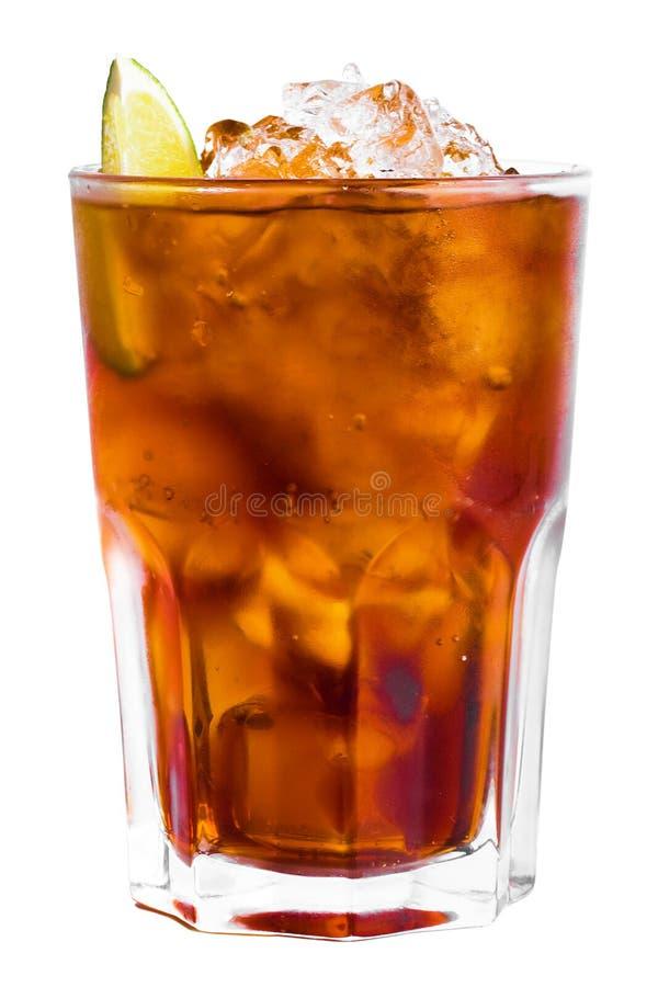 Cocktail d'isolement avec de la glace et la limette 3 images stock