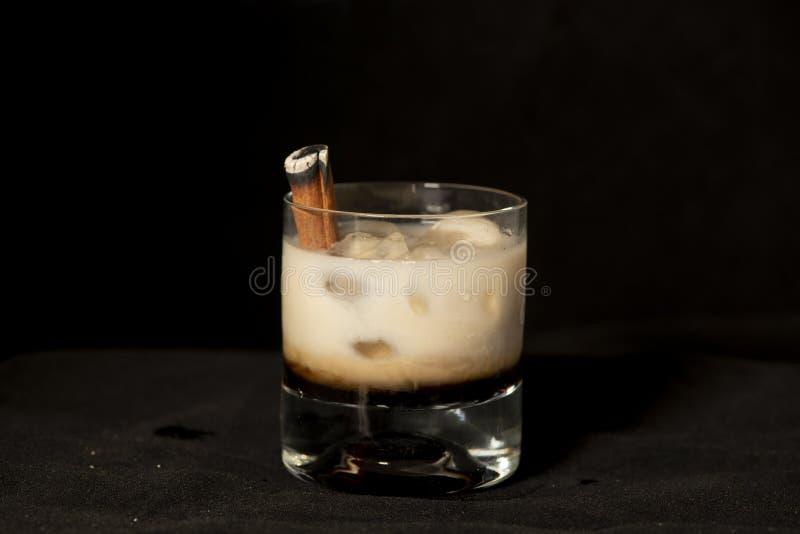 Cocktail da canela do ardor com kahlua, creme dos baileys e o sambuca irlandeses foto de stock