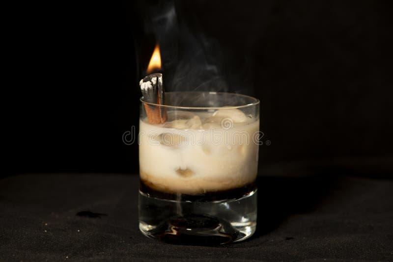 Cocktail da canela do ardor com kahlua, creme dos baileys e o sambuca irlandeses imagem de stock royalty free