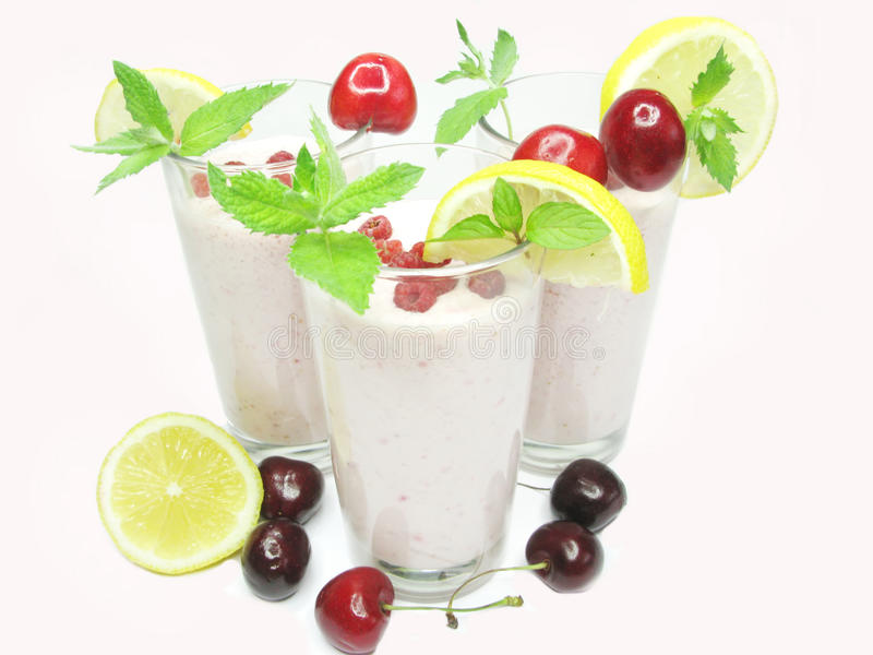 Cocktail da cor-de-rosa do smoothie da fruta fotos de stock royalty free
