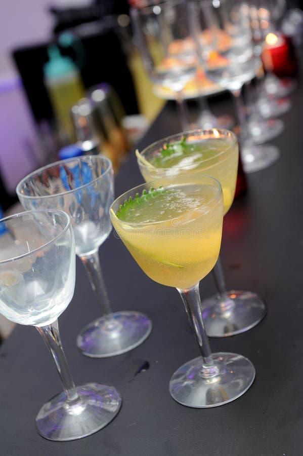 Cocktail dans des glaces image libre de droits