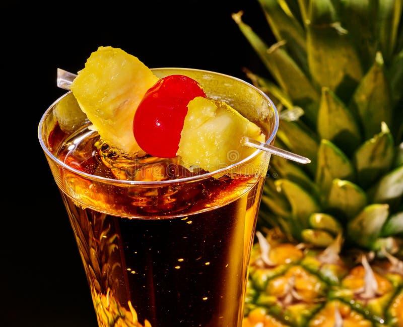 cocktail de champagne avec la cerise et l 39 ananas photo stock image du champagne fond 54535472. Black Bedroom Furniture Sets. Home Design Ideas