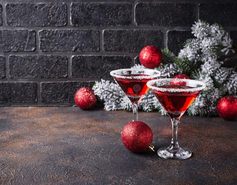Cocktail de fête martini rouge de Noël image stock