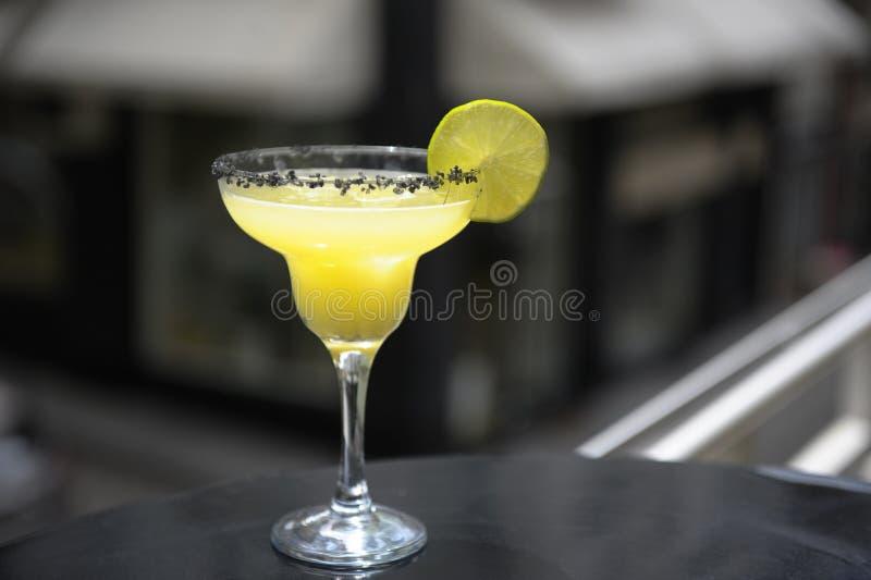 Cocktail de Margarita no terraço imagens de stock